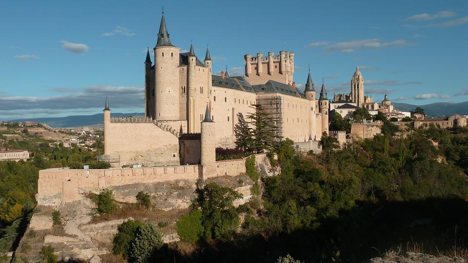 Estilo gótico y convertido en castillo centroeuropeo