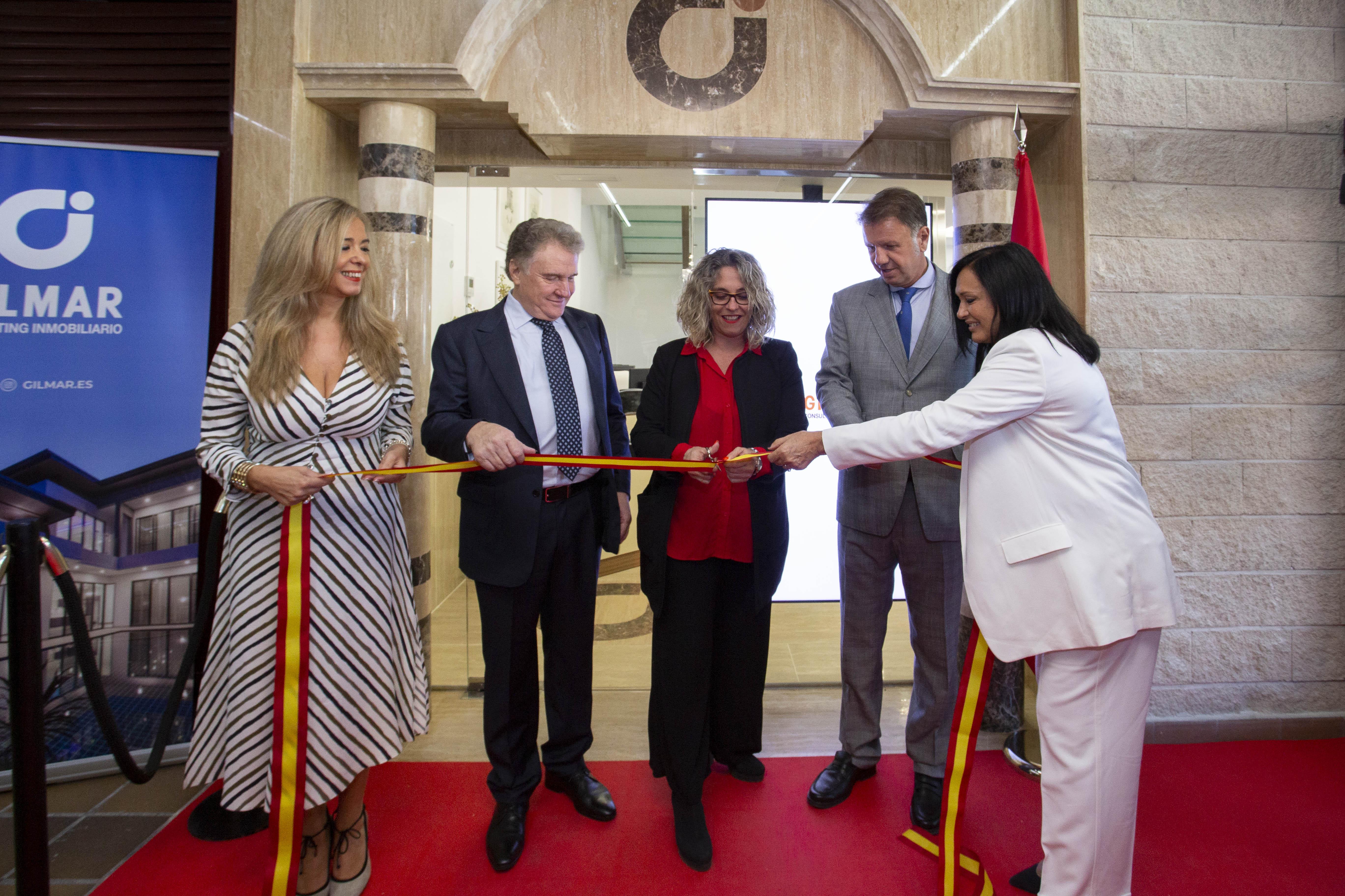 Momento de la inauguración de la nueva oficina