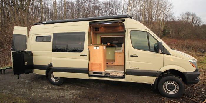 Un nuevo diseño de minicasa sobre ruedas / Freedom Vans