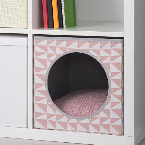 Caseta para gato con cojín en rosa / Ikea