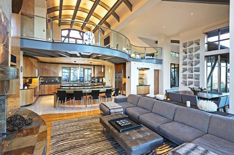 Salón con techos abovedados
