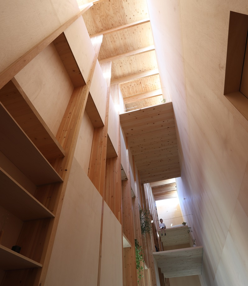 El interior tiene 102 m2