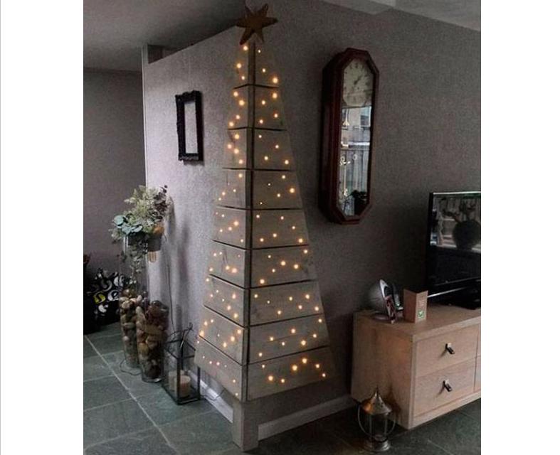 Unas luces para darle aspecto navideño