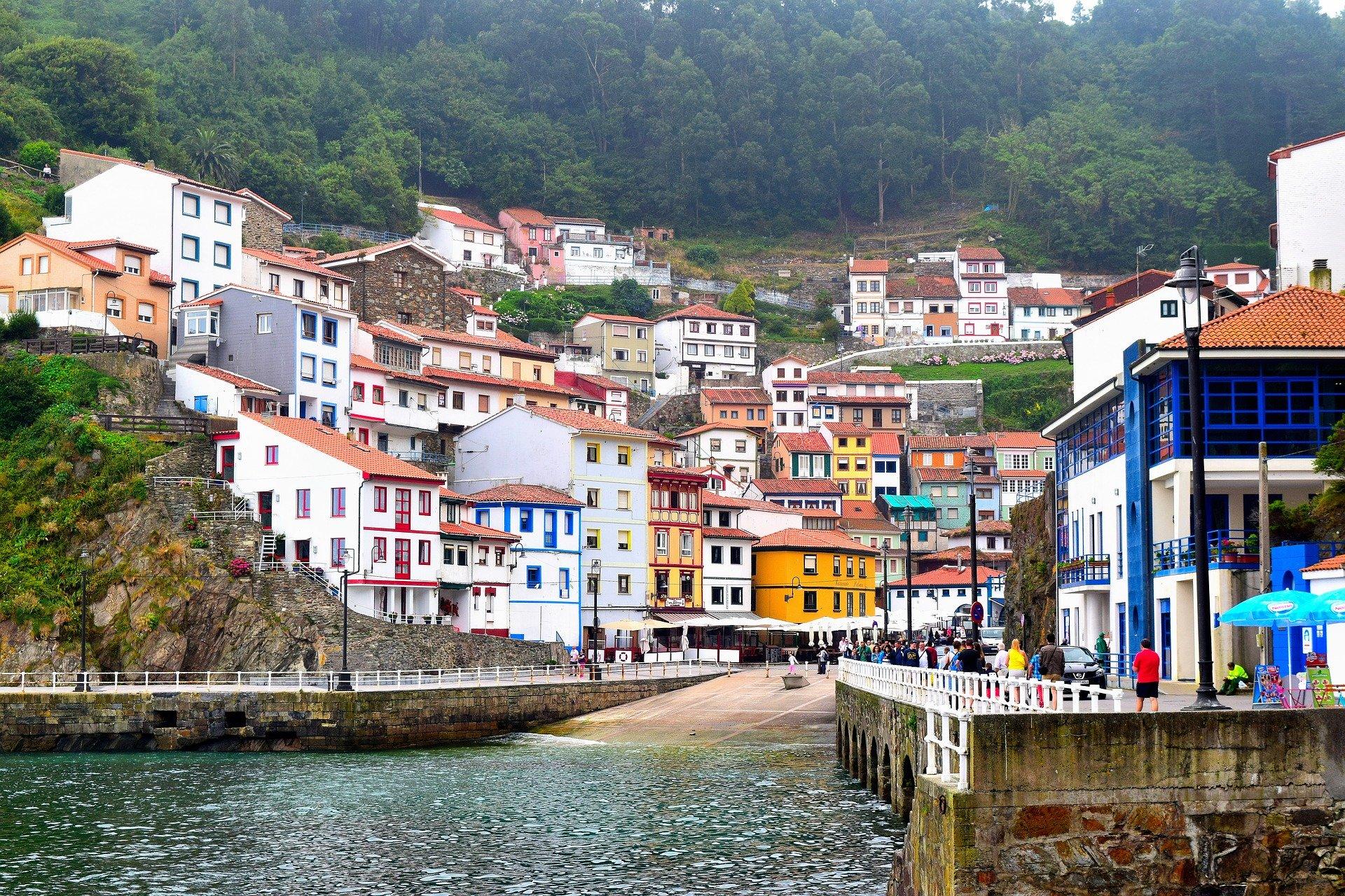 Cudillero en la costa de Asturias