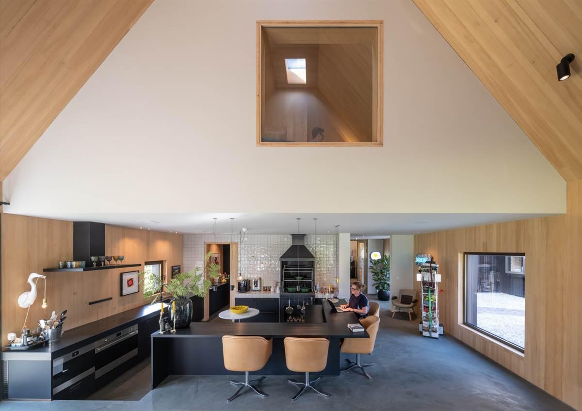 Un espacio abierto y con techos altos