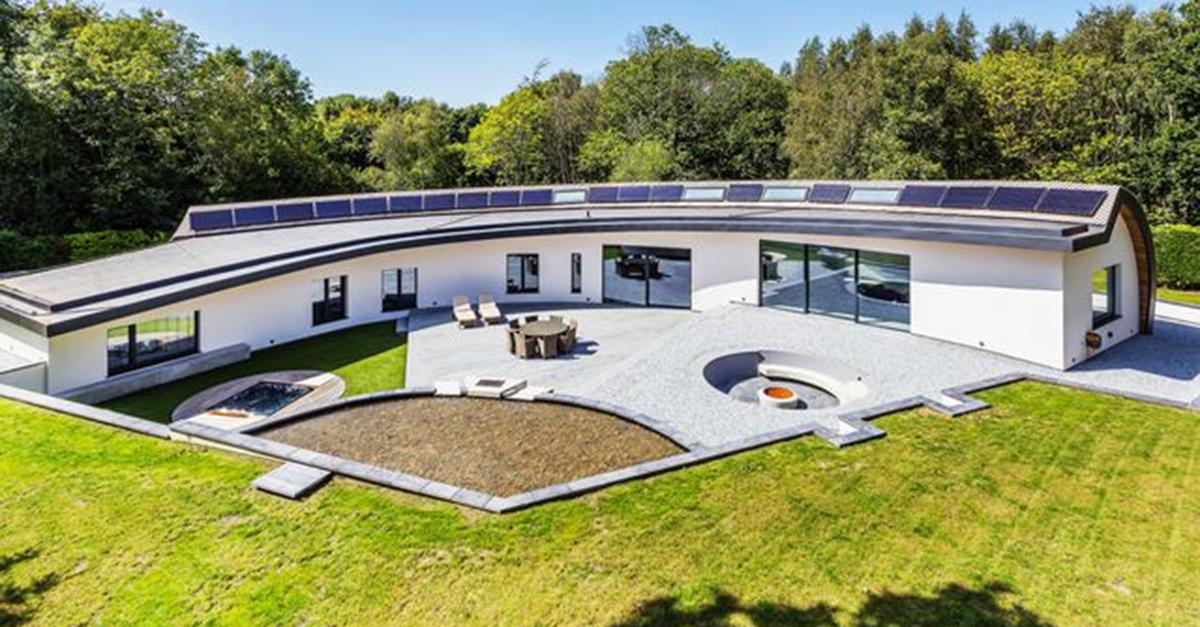 Su forma de media luna le permite aprovechar toda la luz solar / Hamptons International