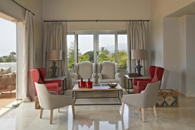 Las habitaciones más lujosas incluyen jacuzzi