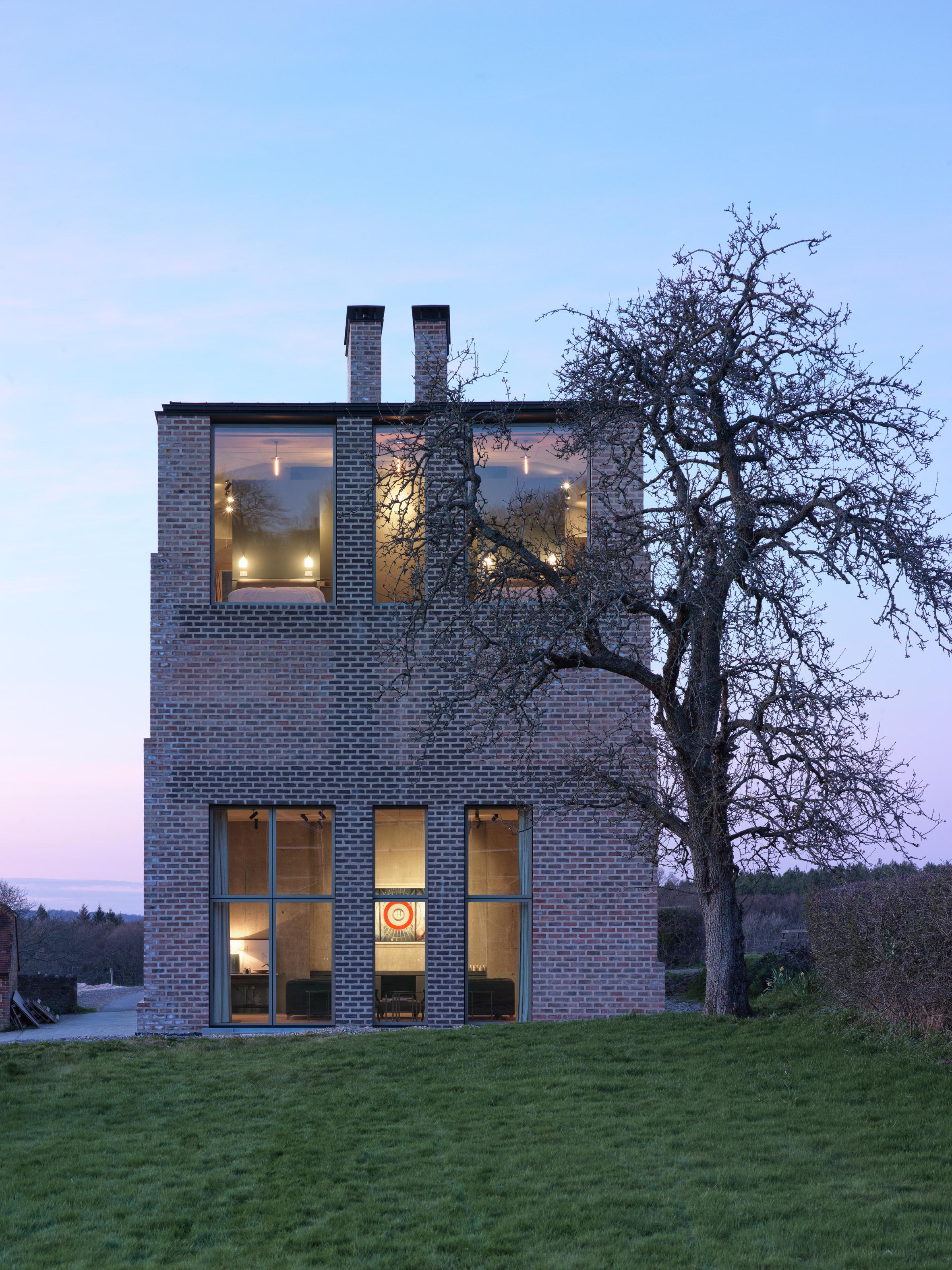 La casa tiene dos plantas