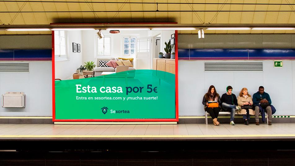 Publicidad de una compañía que se dedica al sorteo de viviendas
