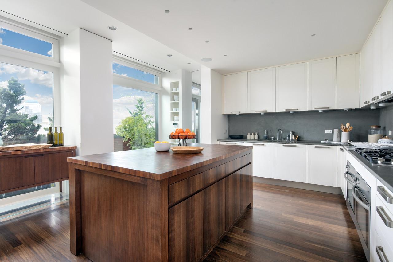 Cocian moderna con detalles en madera