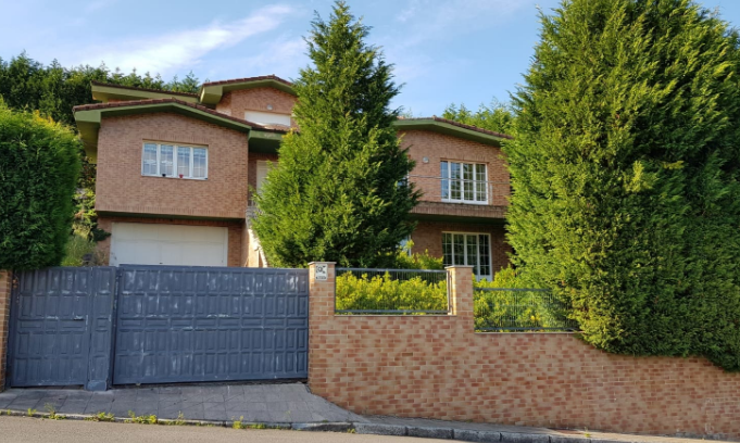 Chalet en venta en Oviedo / Haya Real Estate
