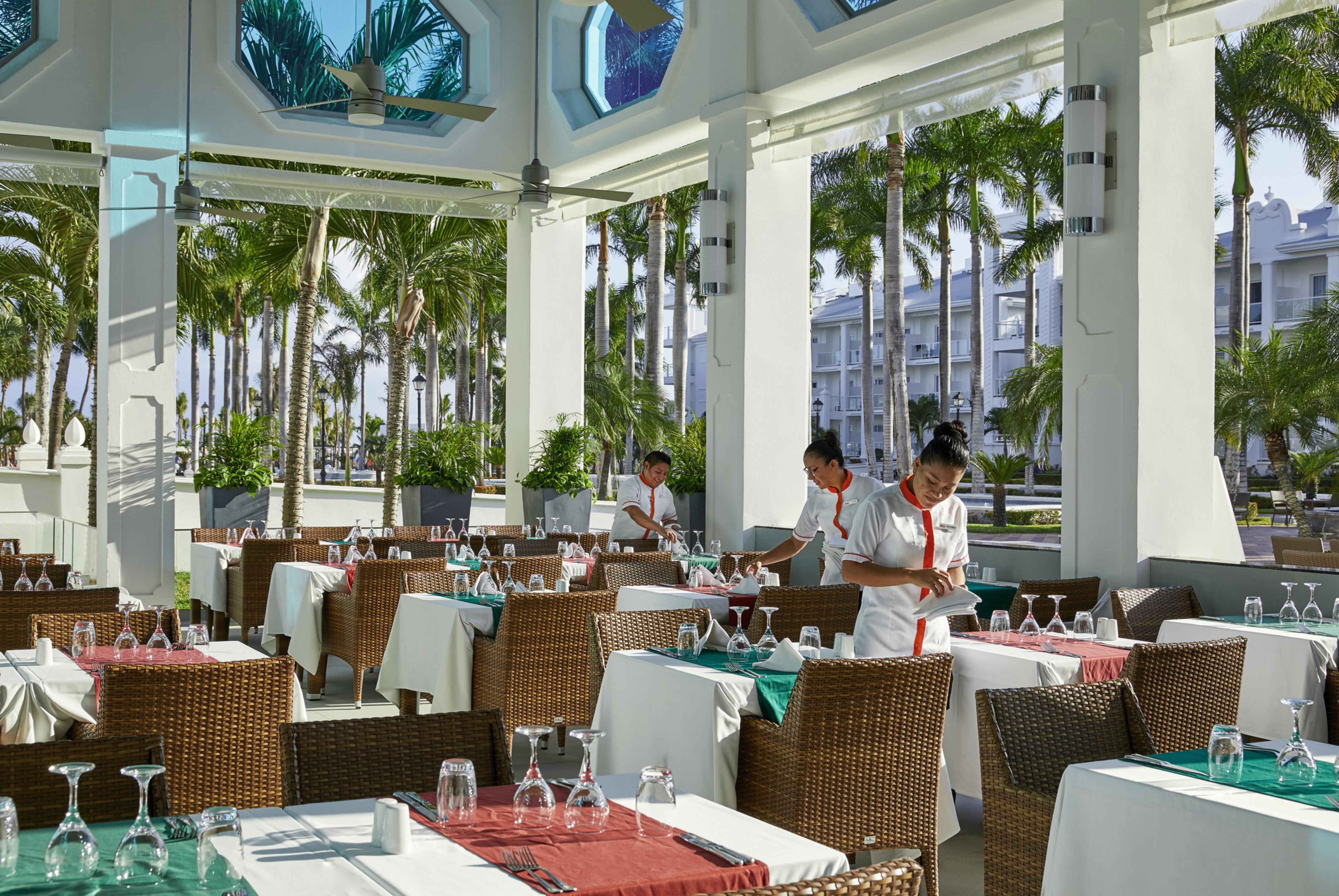 Otro restaurante con terraza / RIU