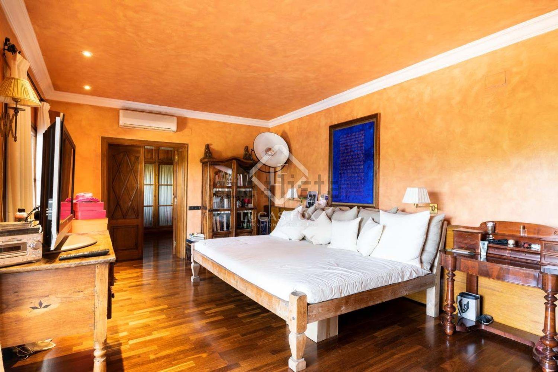 Uno de los seis dormitorios