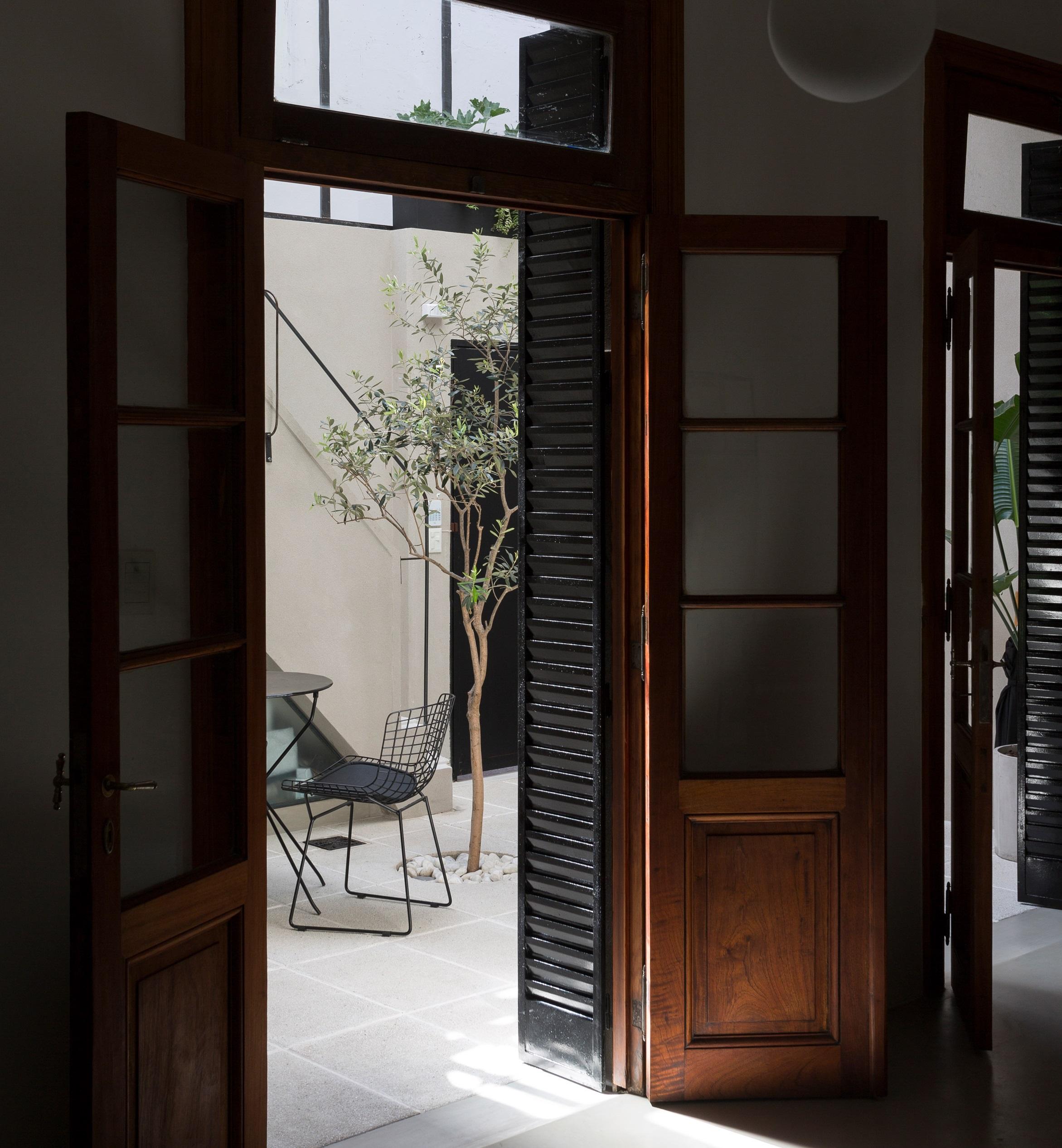 Destacan las puertas de madera