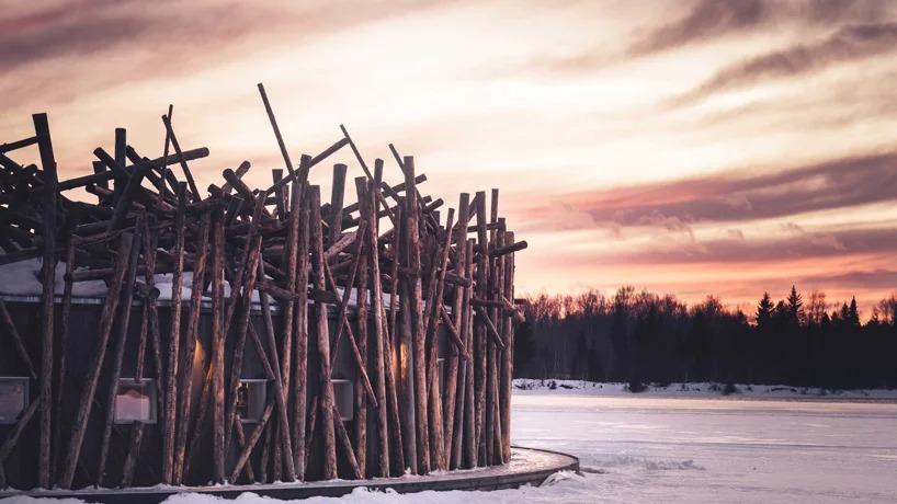 Detalles en madera ante el sol de medianoche / Arctic Bath/Anders Blomqvist/Pasquale Baseotto/Johan Jansson