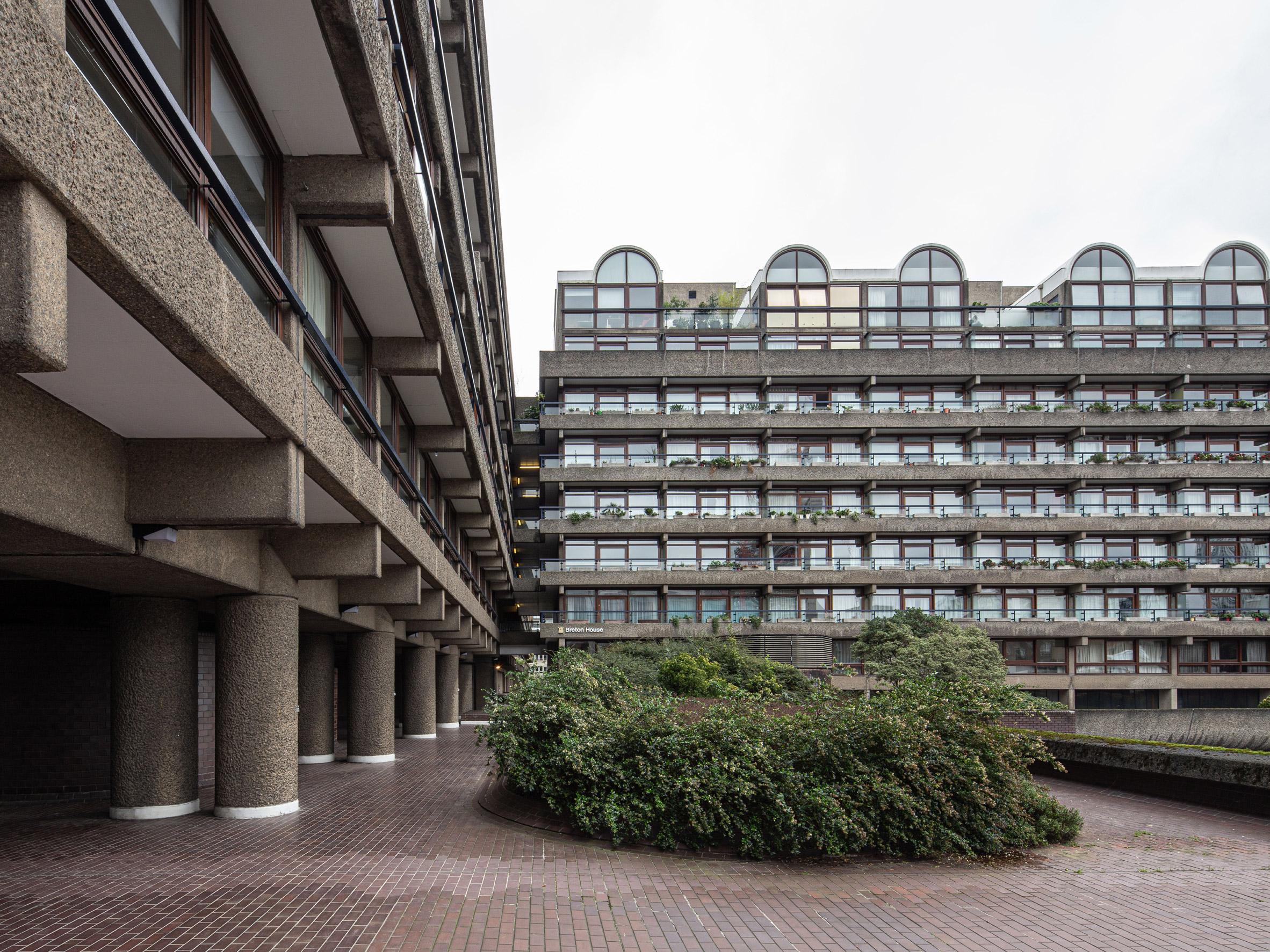 Exteriores de Barbican Estate / Handover / Intervention Architecture