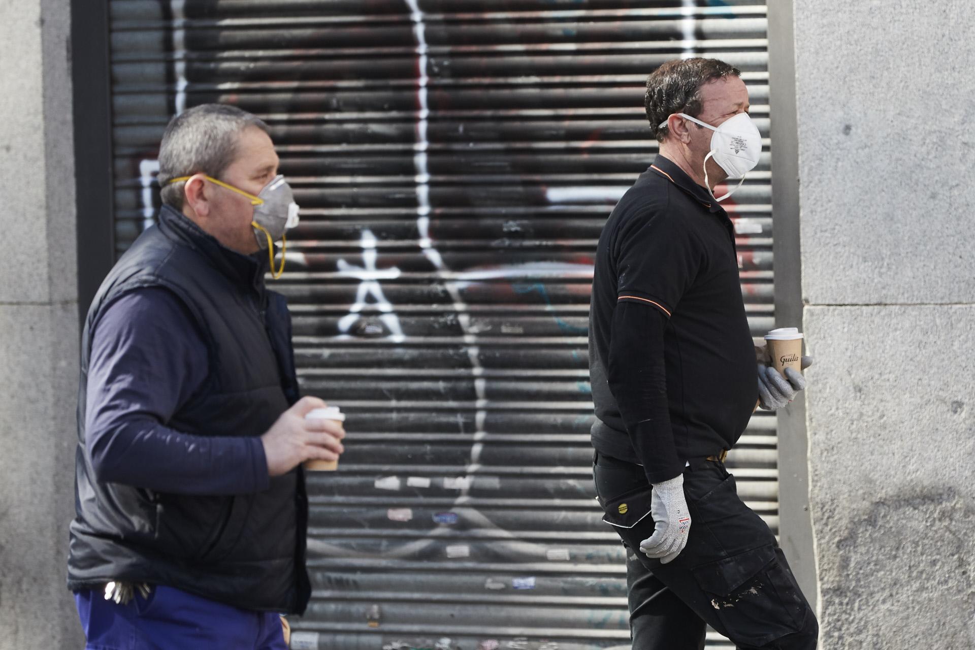 Trabajadores por las calles de Madrid ante el coronavirus / Gtres