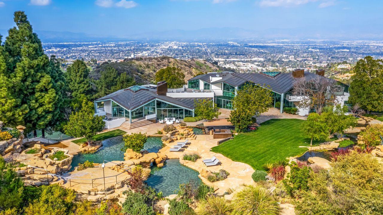 Vistas exteriores de la casa / Anthony Barcelo/Westside Estate Agency