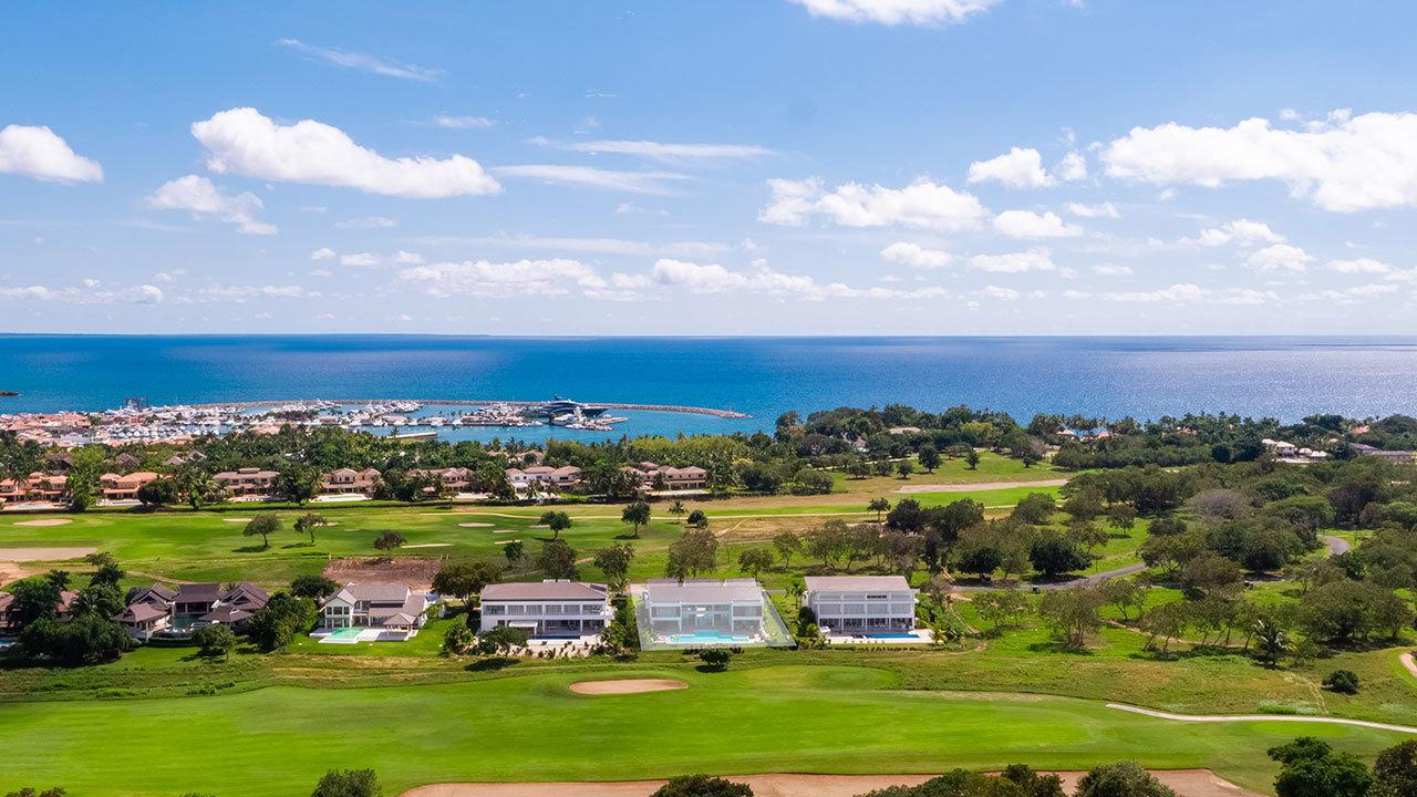 Vistas de Country Club / Alfy Lorenzo/Sotheby's International Realty