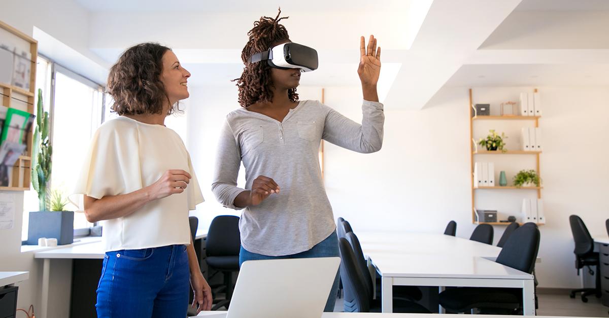 Visita virtual de una casa con las gafas de realidad virtual / freepik