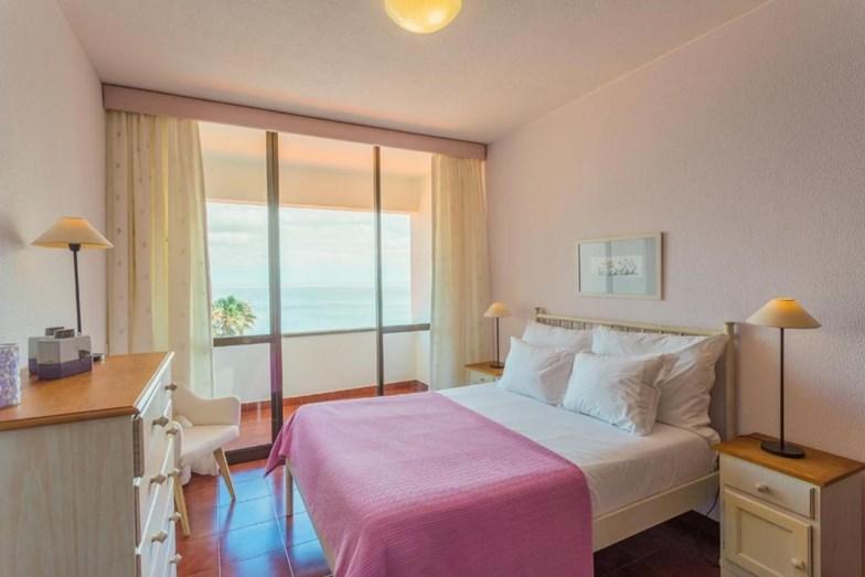 Dormitorio / Flash! via Booking