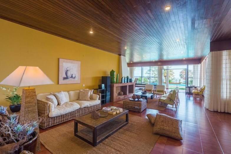 Vistas del salón a la terraza / Flash! via Booking
