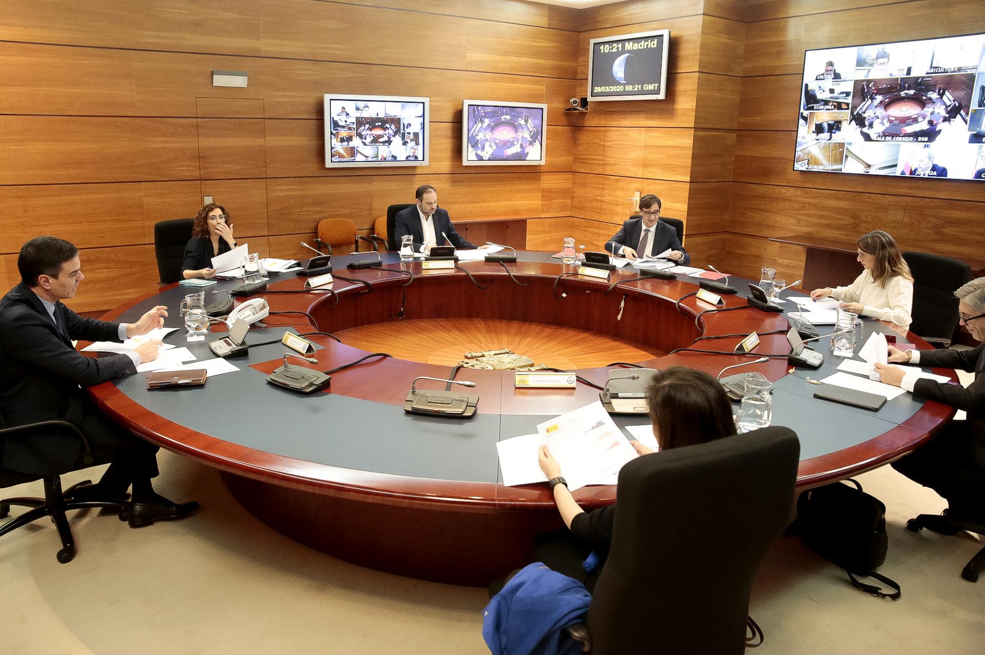 Reunión de algunos ministros en plena pandemia / Gtres