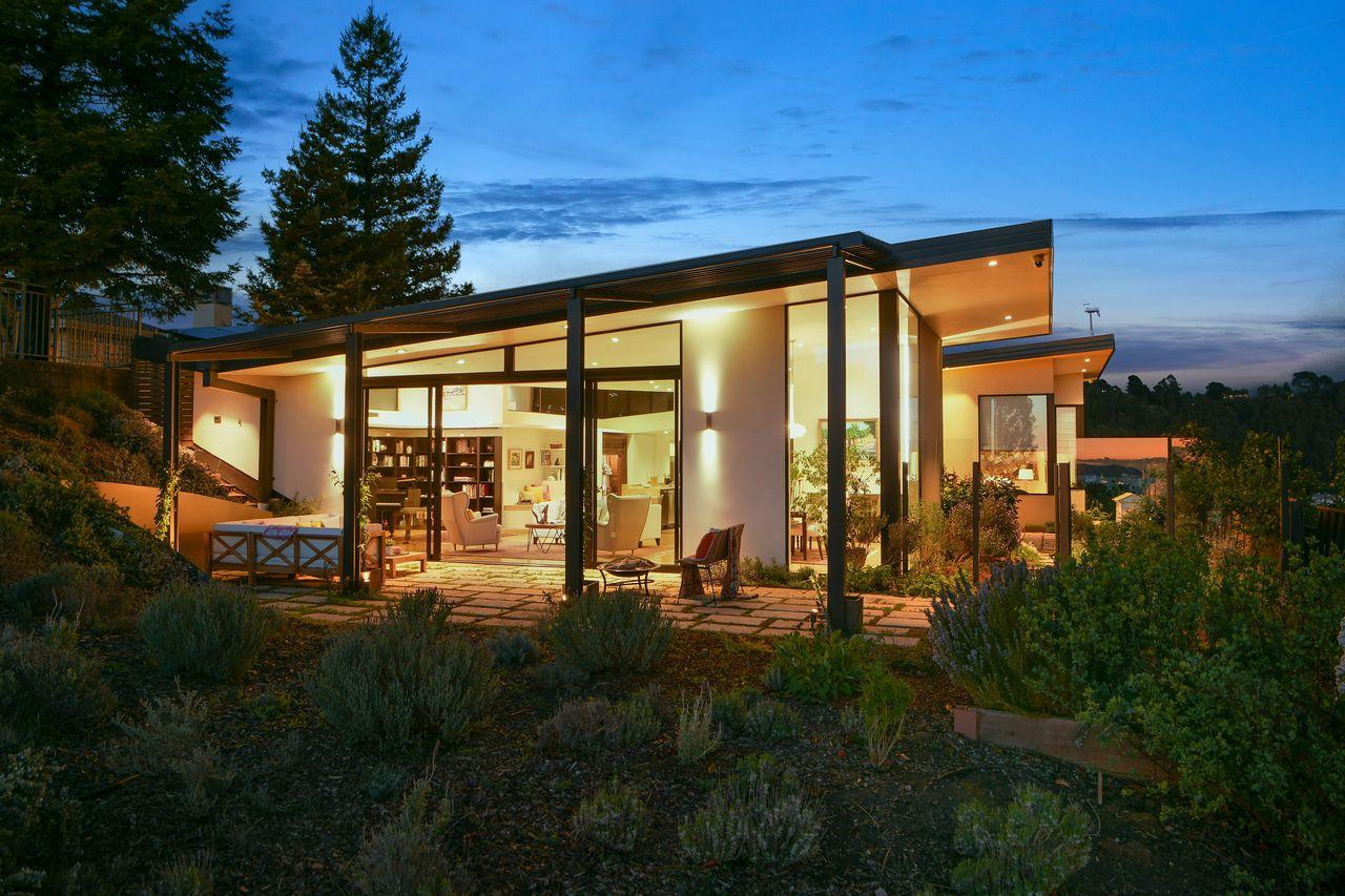 Vista de la casa / Open Homes Photography Inc.