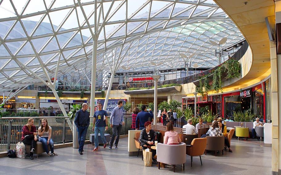 Imagen del interior de un centro comercial en Madrid.  / Pxfuel.com