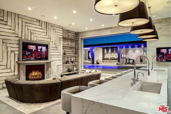 Bar y sala de juegos / Realtor