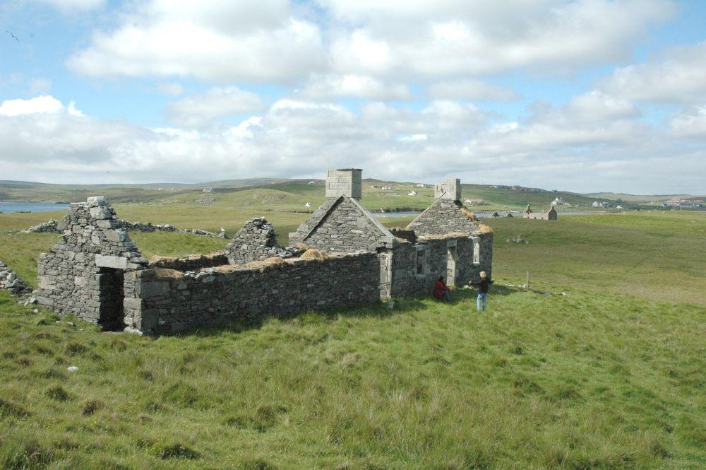 Viviendas abandonadas en la isla / Vladi Private Islands