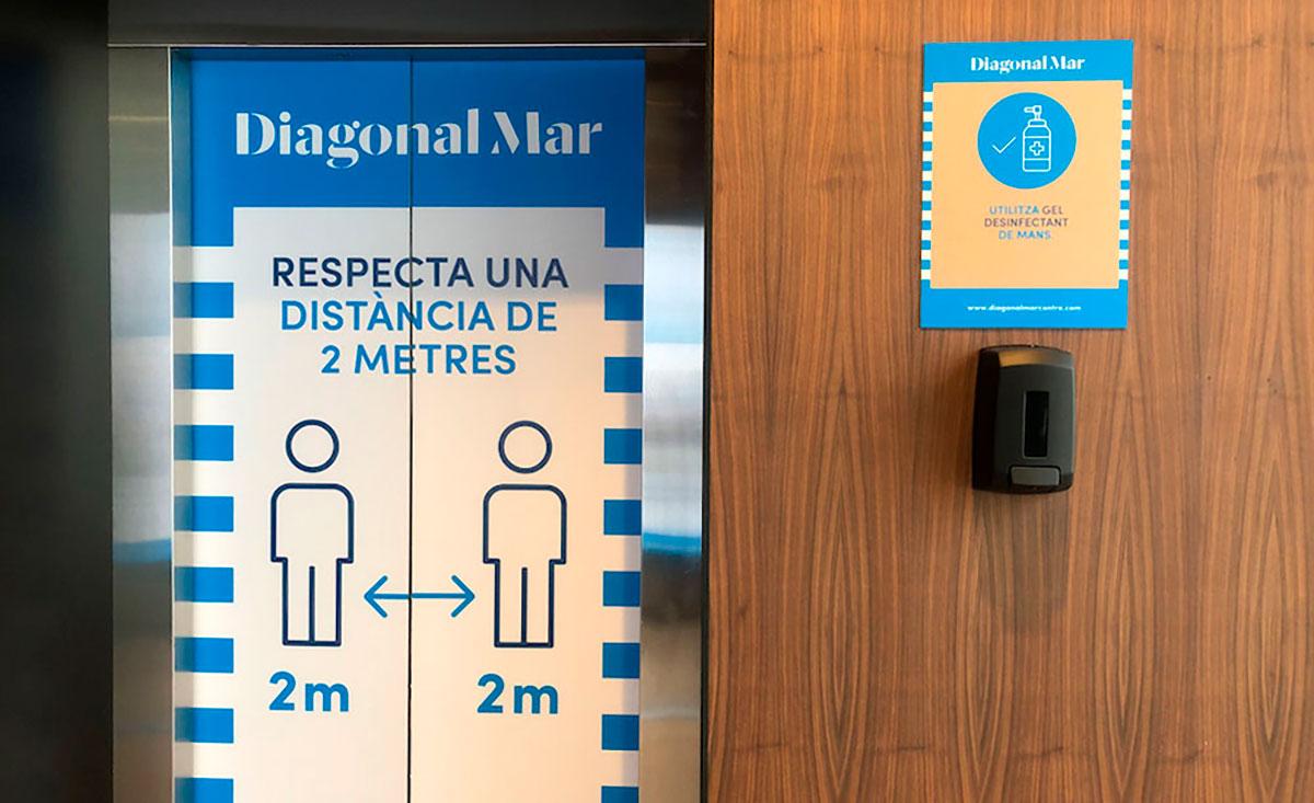 Gel hidroalcoholico en cada ascensor