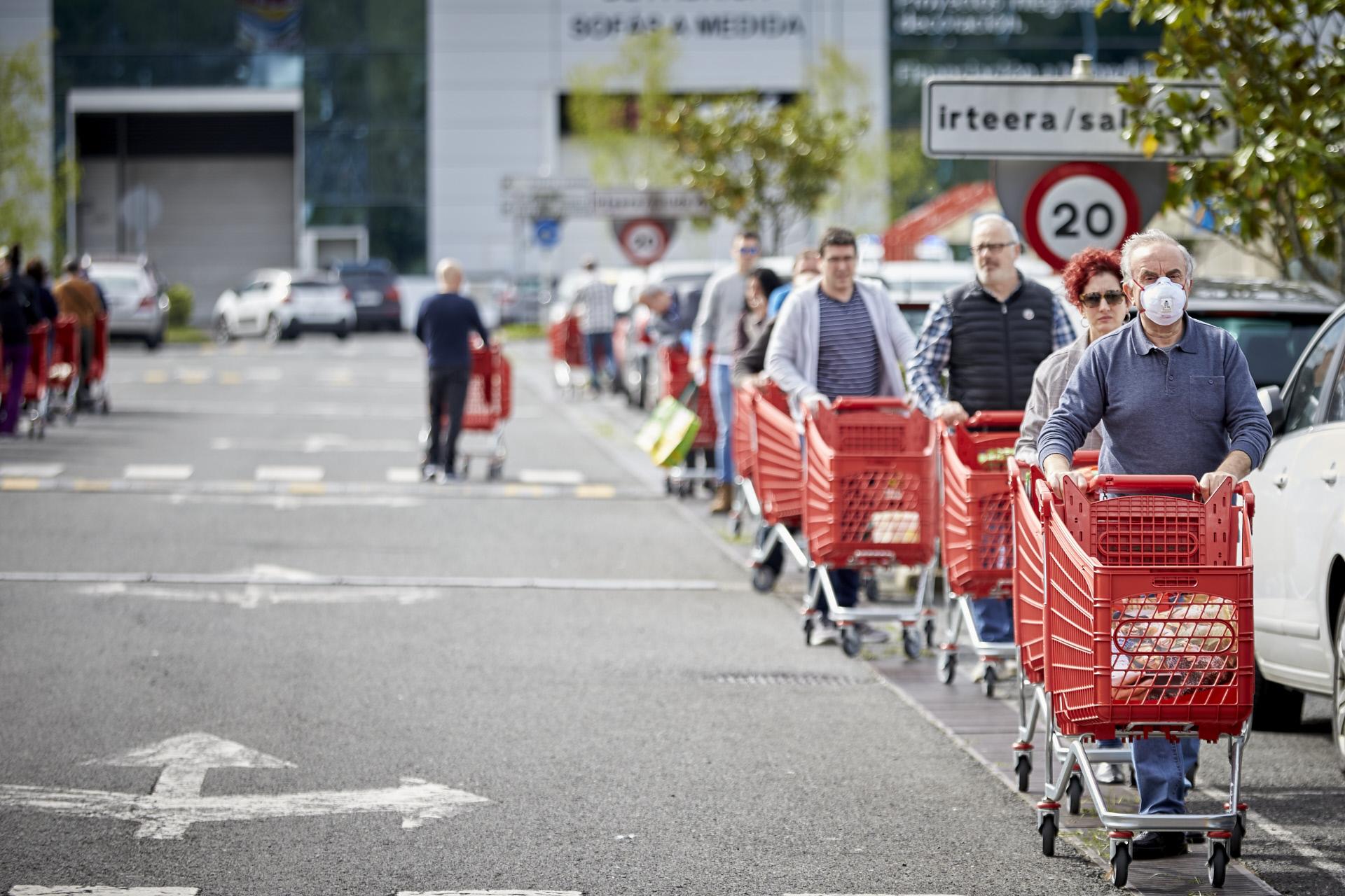 Cola de un supermercado en Vizcaya / Gtres