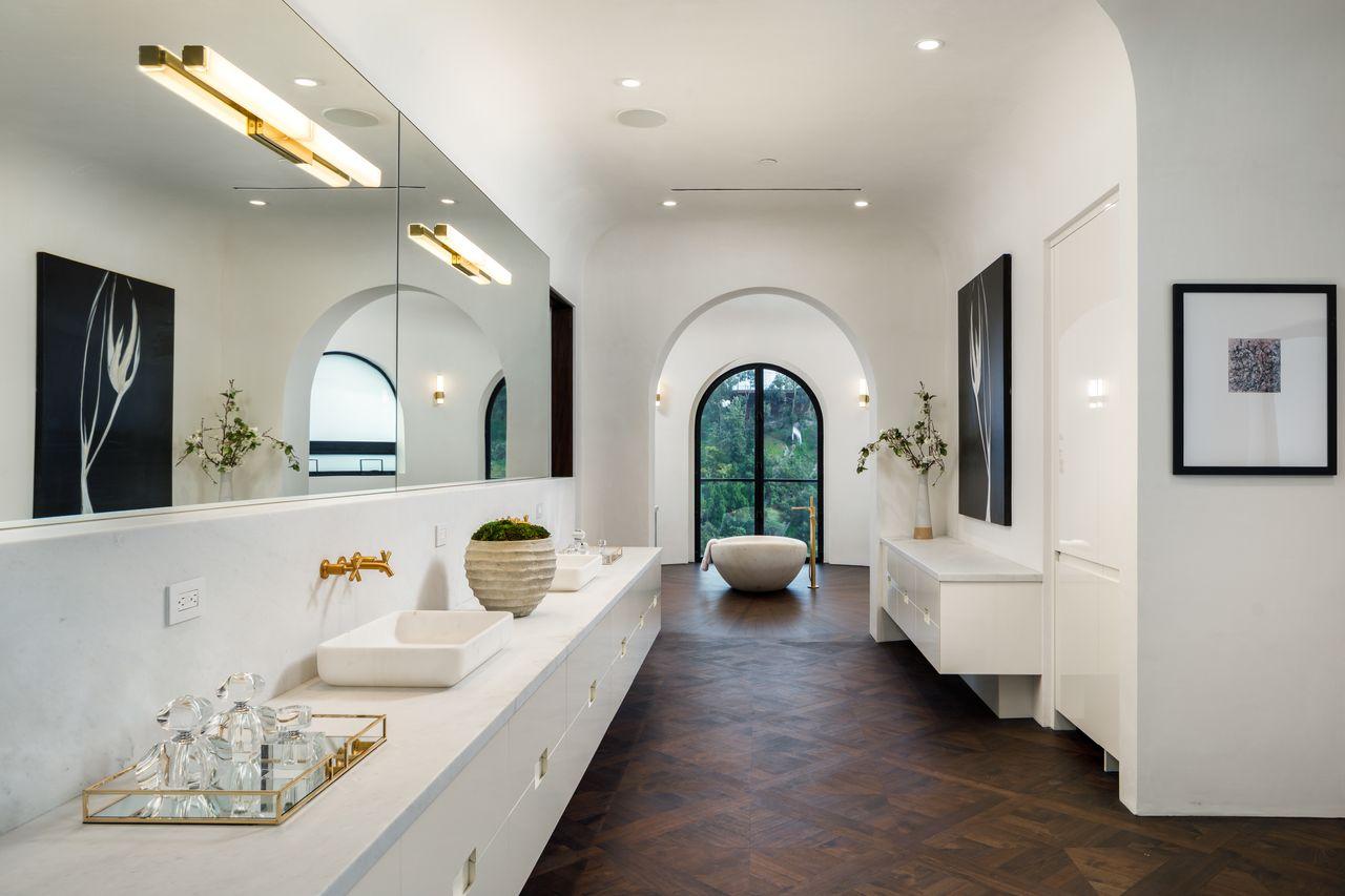 Uno de sus 21 baños / Tyler Hogan