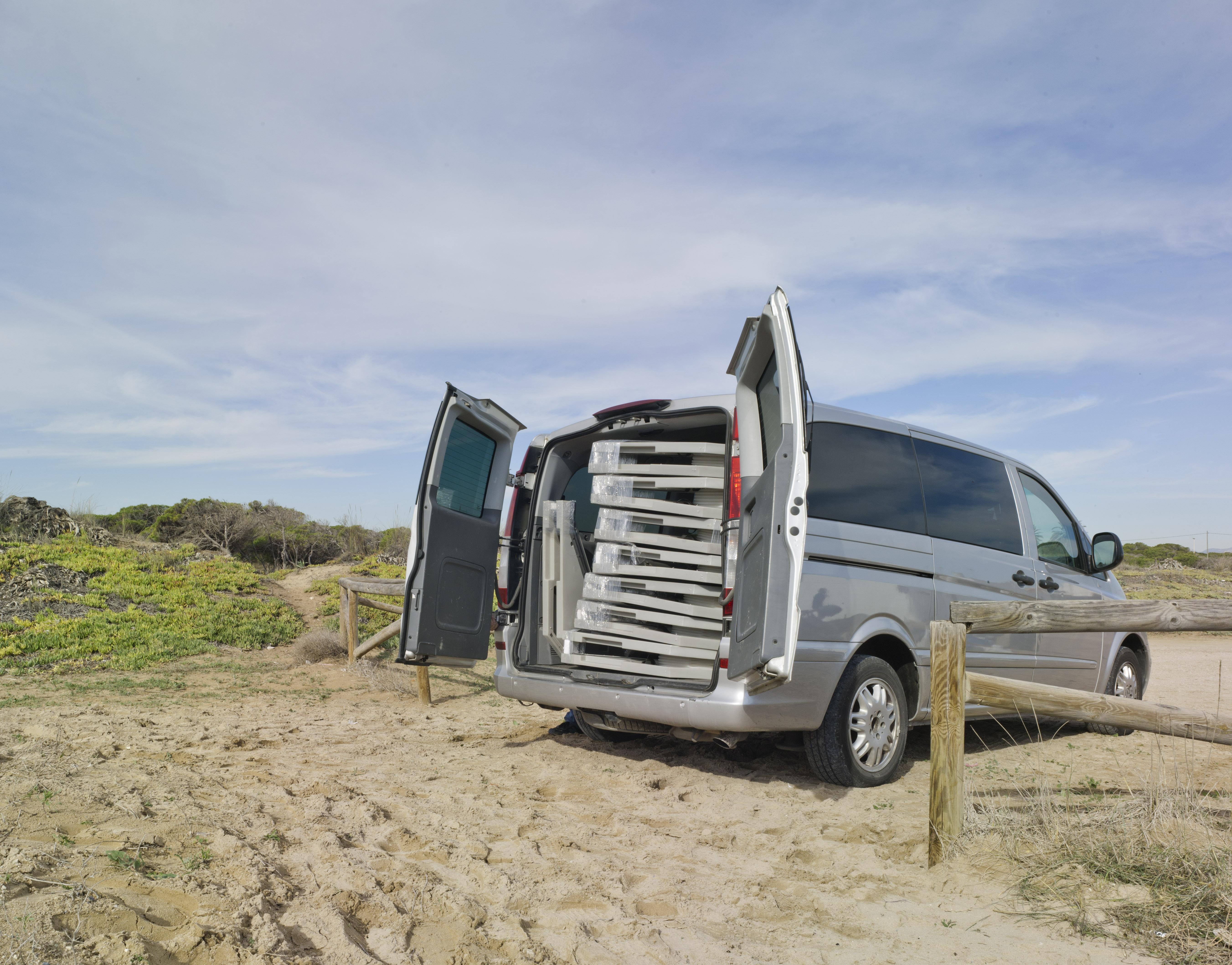 Cuatro módulos (16 m2) caben en una simple furgoneta / Suricatta Systems