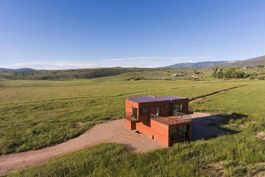 Vista del rancho / Douglas Elliman