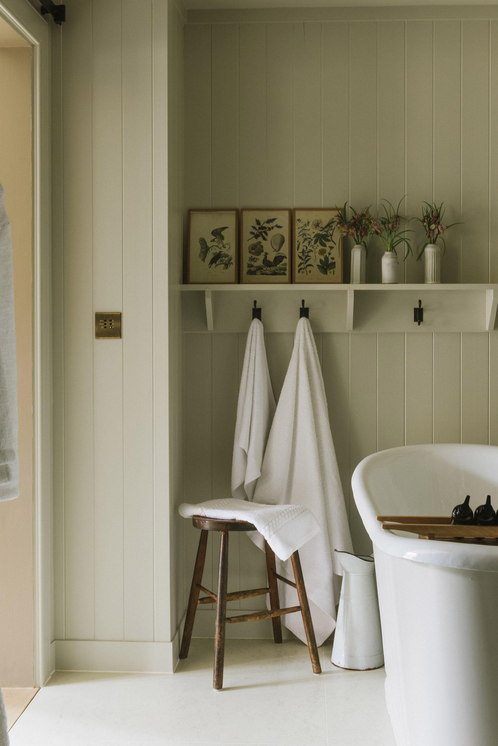 Baño con bañera vista / Peter Cook