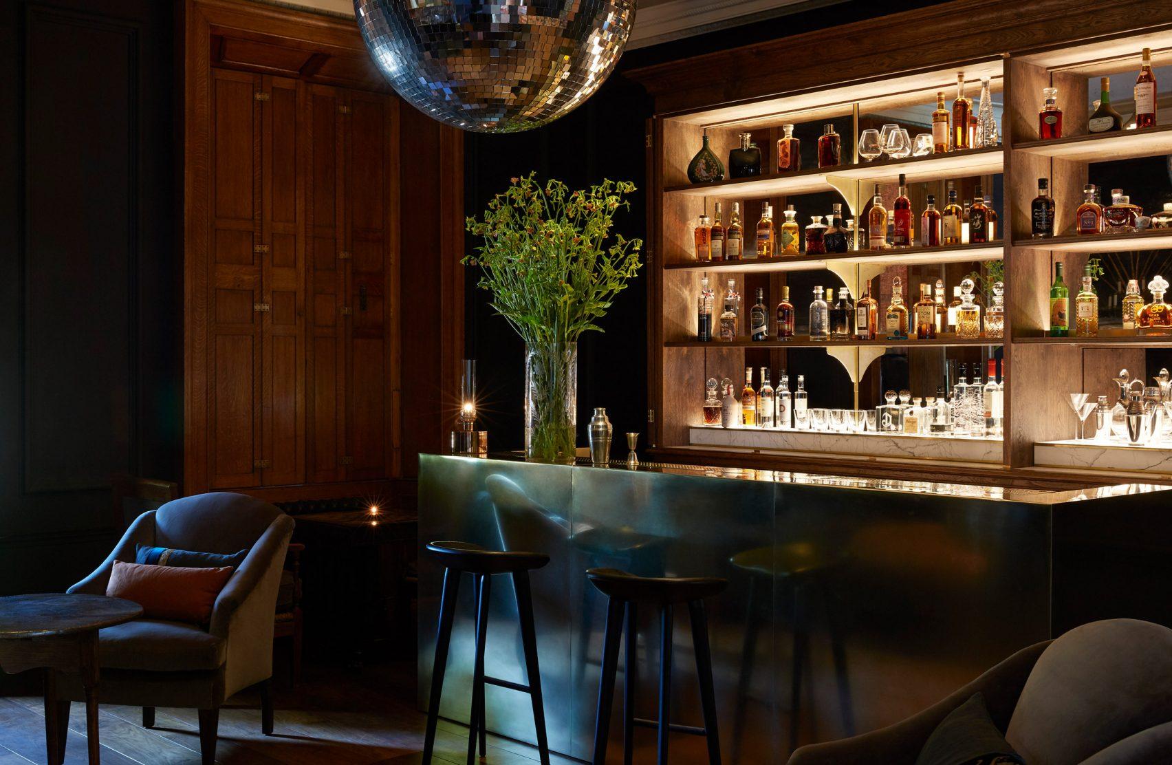 Bar restaurante / Peter Cook