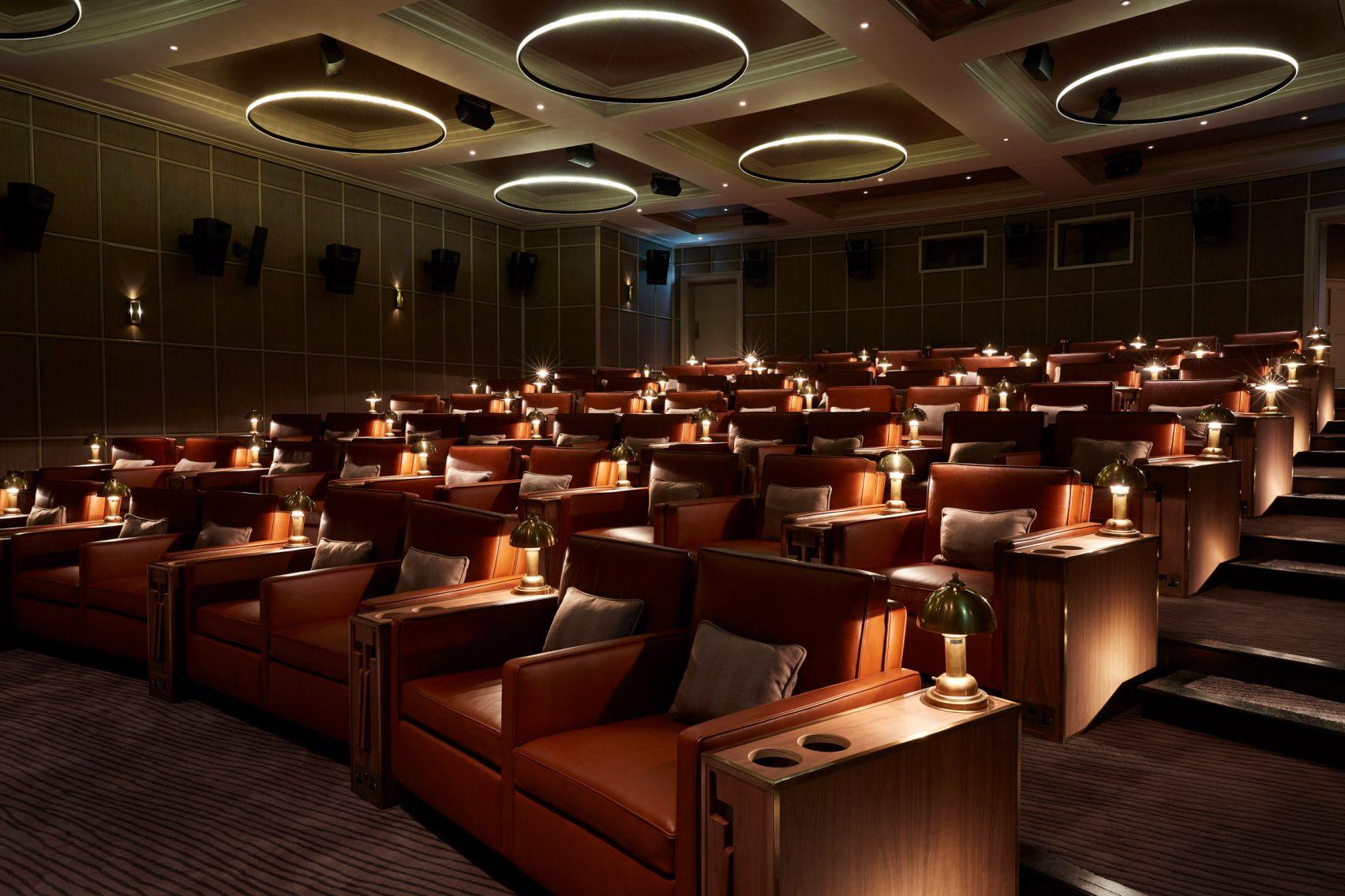 Una sala de cine en el sótano / Peter Cook