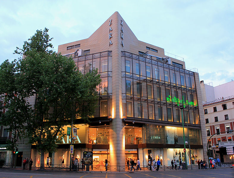 Imagen de la tienda de Zara situada en la esquina entre Princesa y Alberto Aguilera/ Luis García (Zaqarbal)