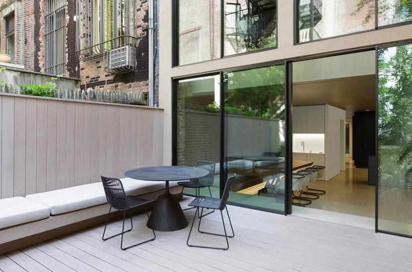 patio interior / Studio Arthur Casas