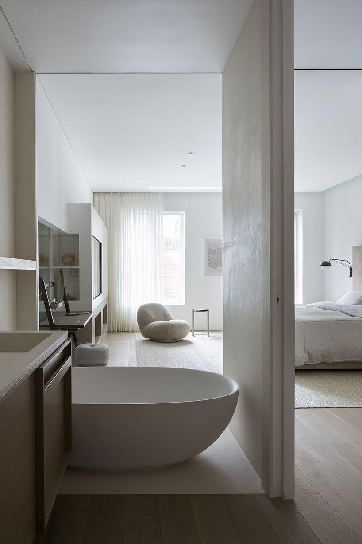 El baño en suite del dormitorio / Studio Arthur Casas