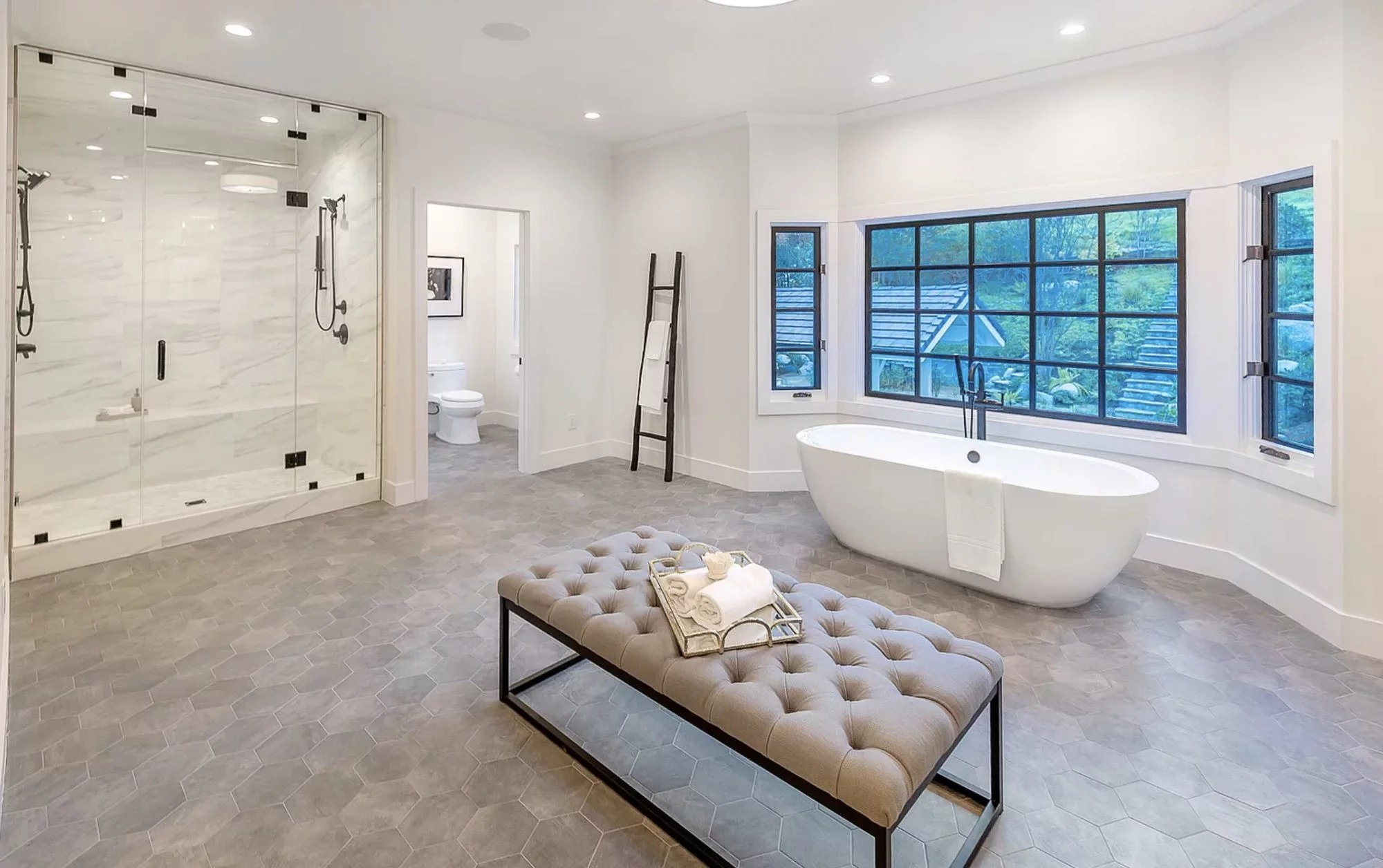 Baño / The Grosby Group