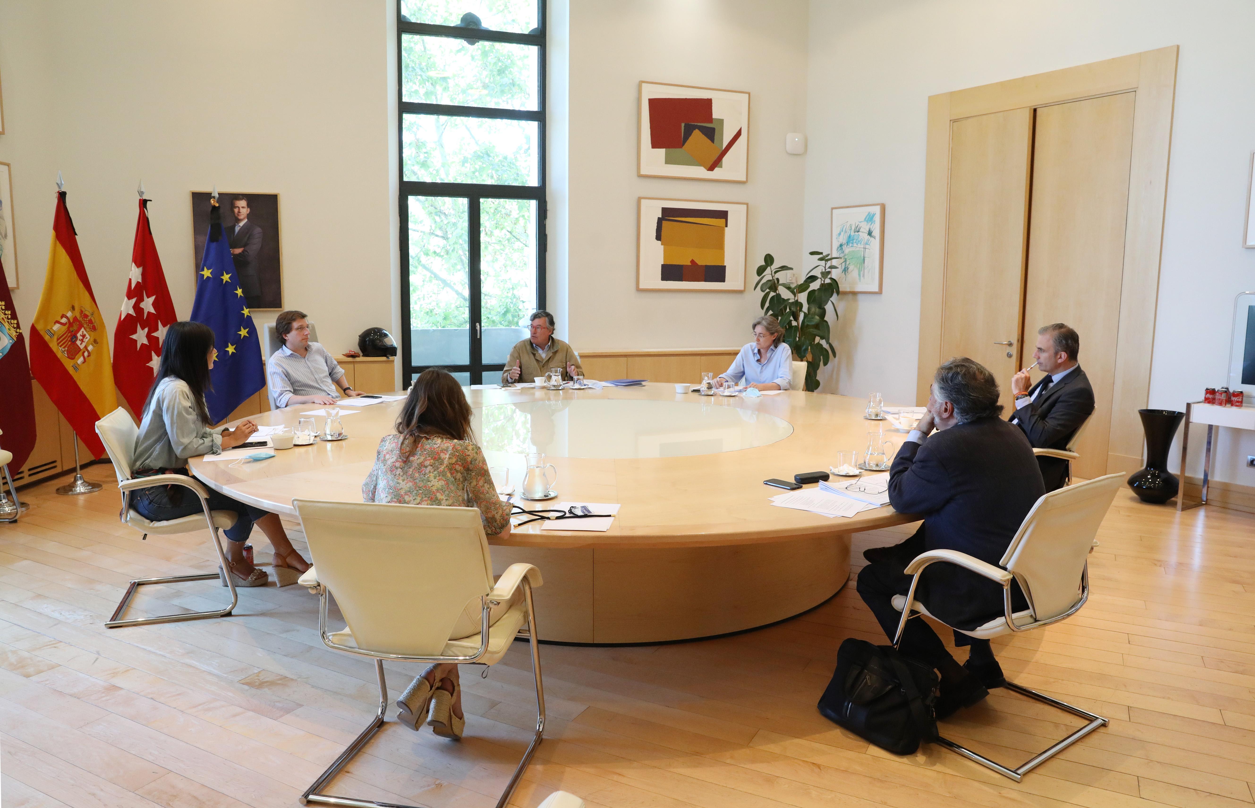 El alcalde Martínez-Almeida y los portavoces