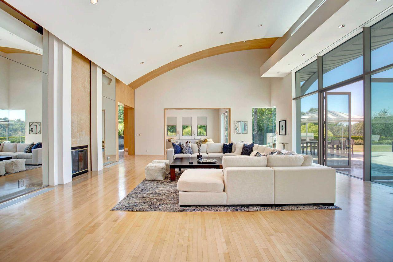 Paredes de cristal de suelo a techo / The Agency