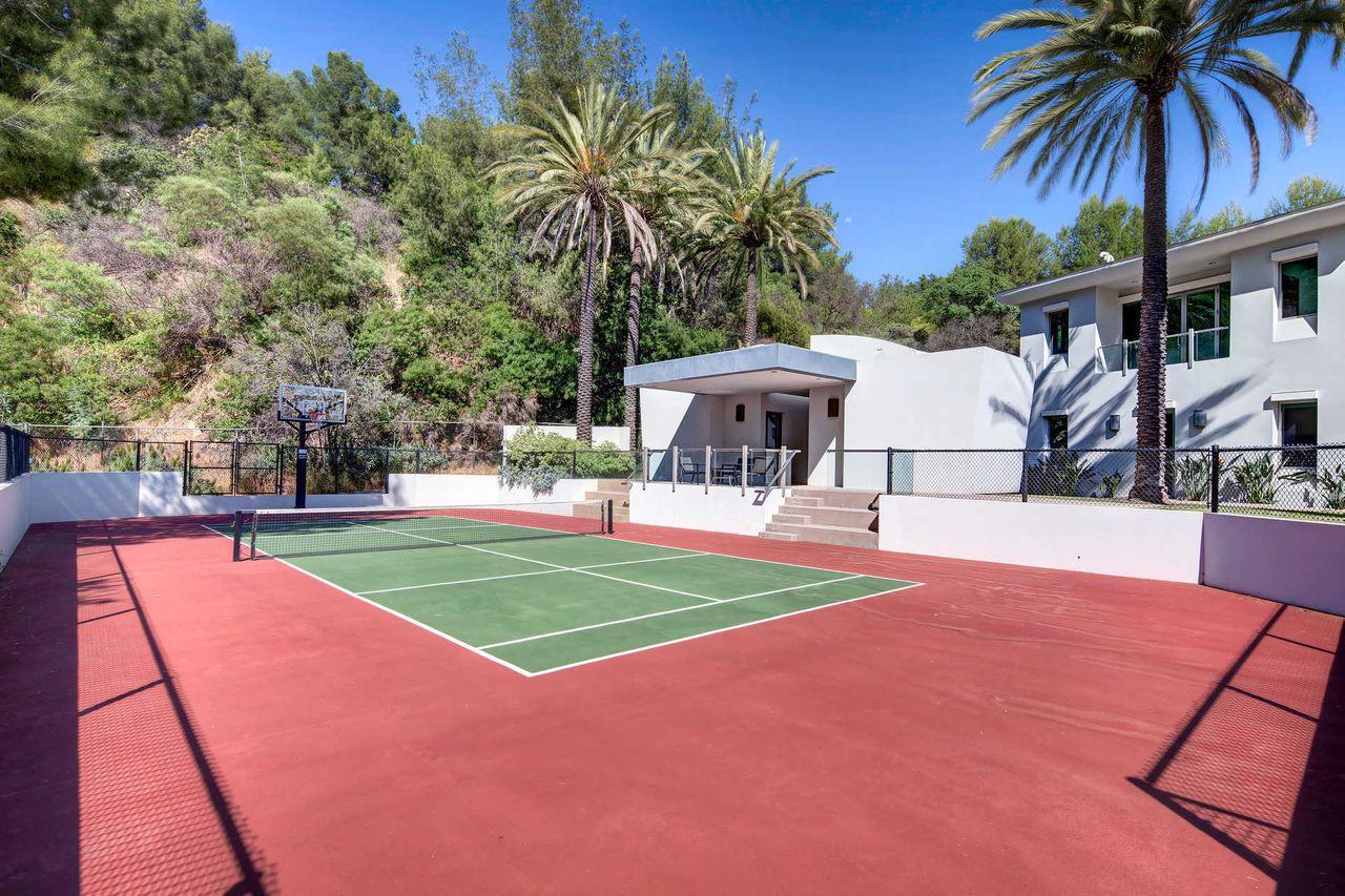 Pista de tenis / The Agency