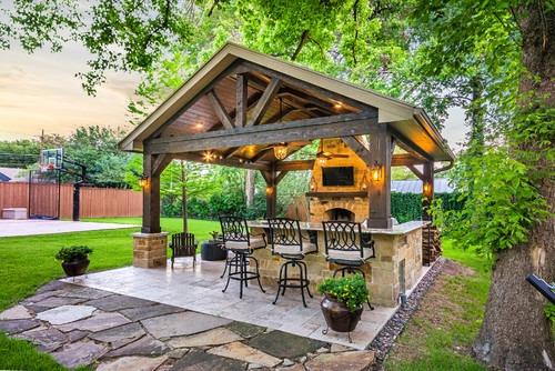 Una barra de bar en el patio