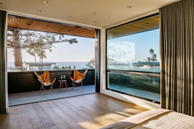 Amplios ventanales para aprovechar las vistas y la luz natural