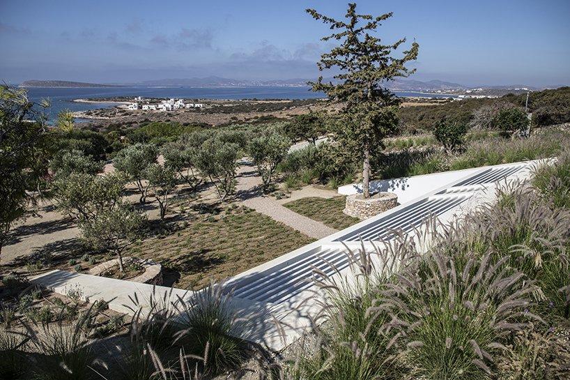 Extenso y de estulo mediterráneo