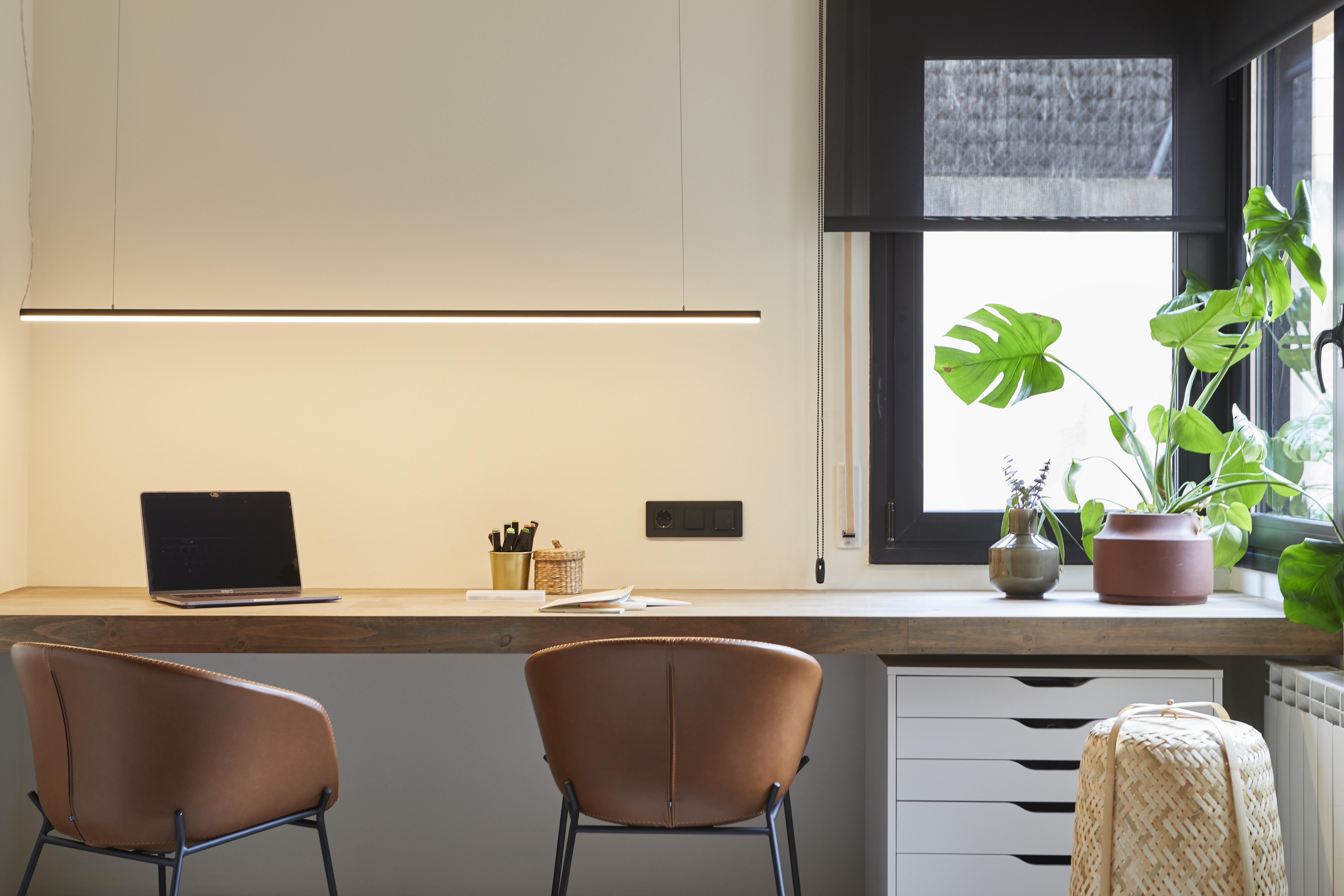 Con luz natural y espacio para trabajar